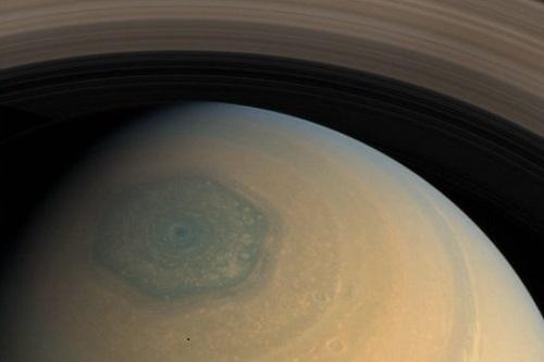 La heksagono de Saturno